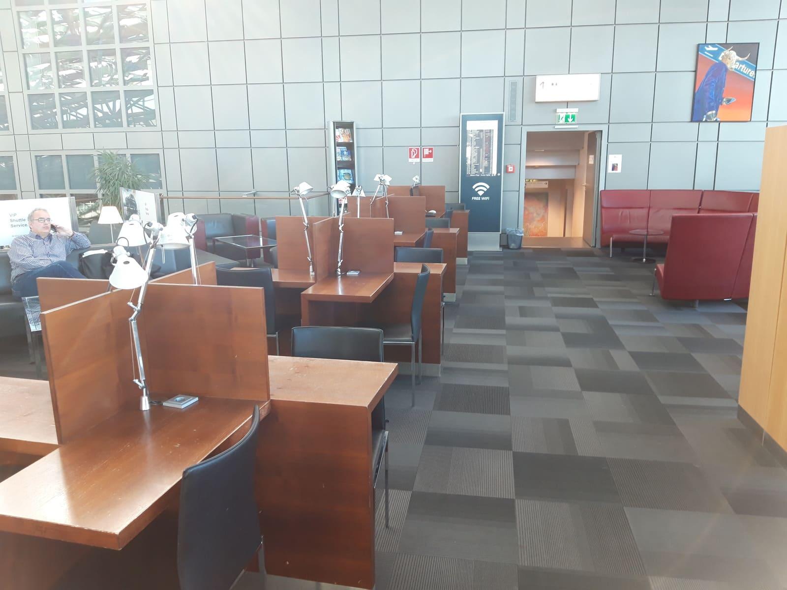 Hamburg Airport Lounge Arbeitsplätze