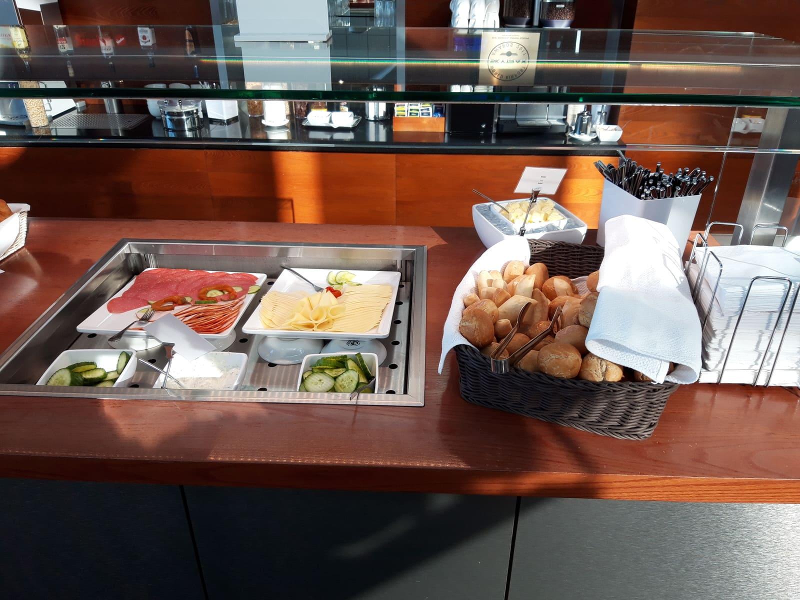 Hamburg Airport Lounge Frühstücksbuffet