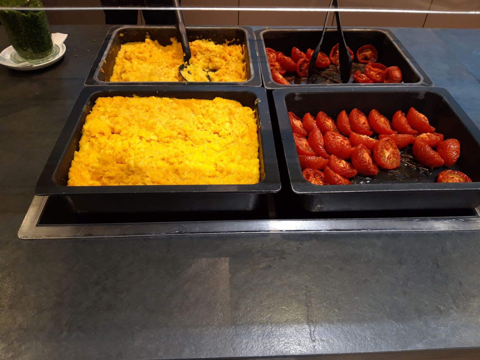 Austrian Airlines Senator Lounge Wien Frühstücksbuffet