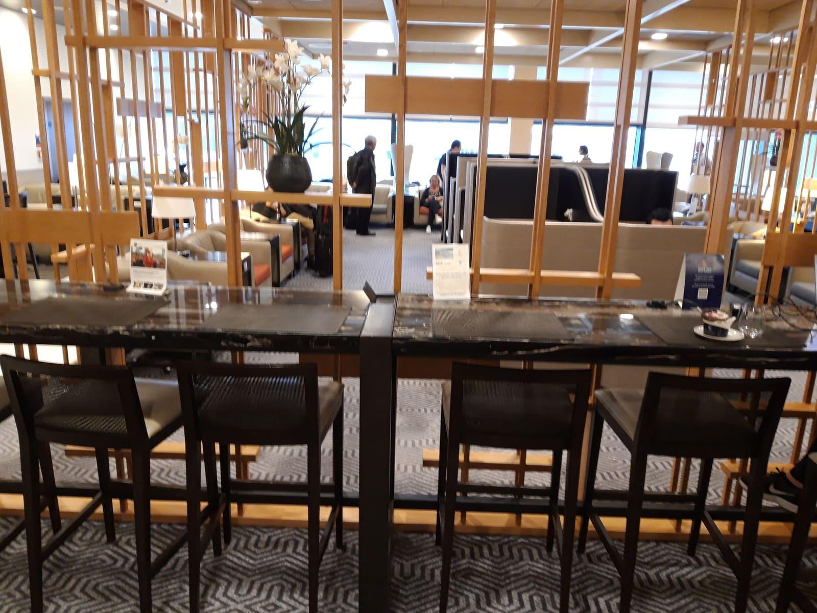 Silverkris Lounge London Heathrow Arbeitstische