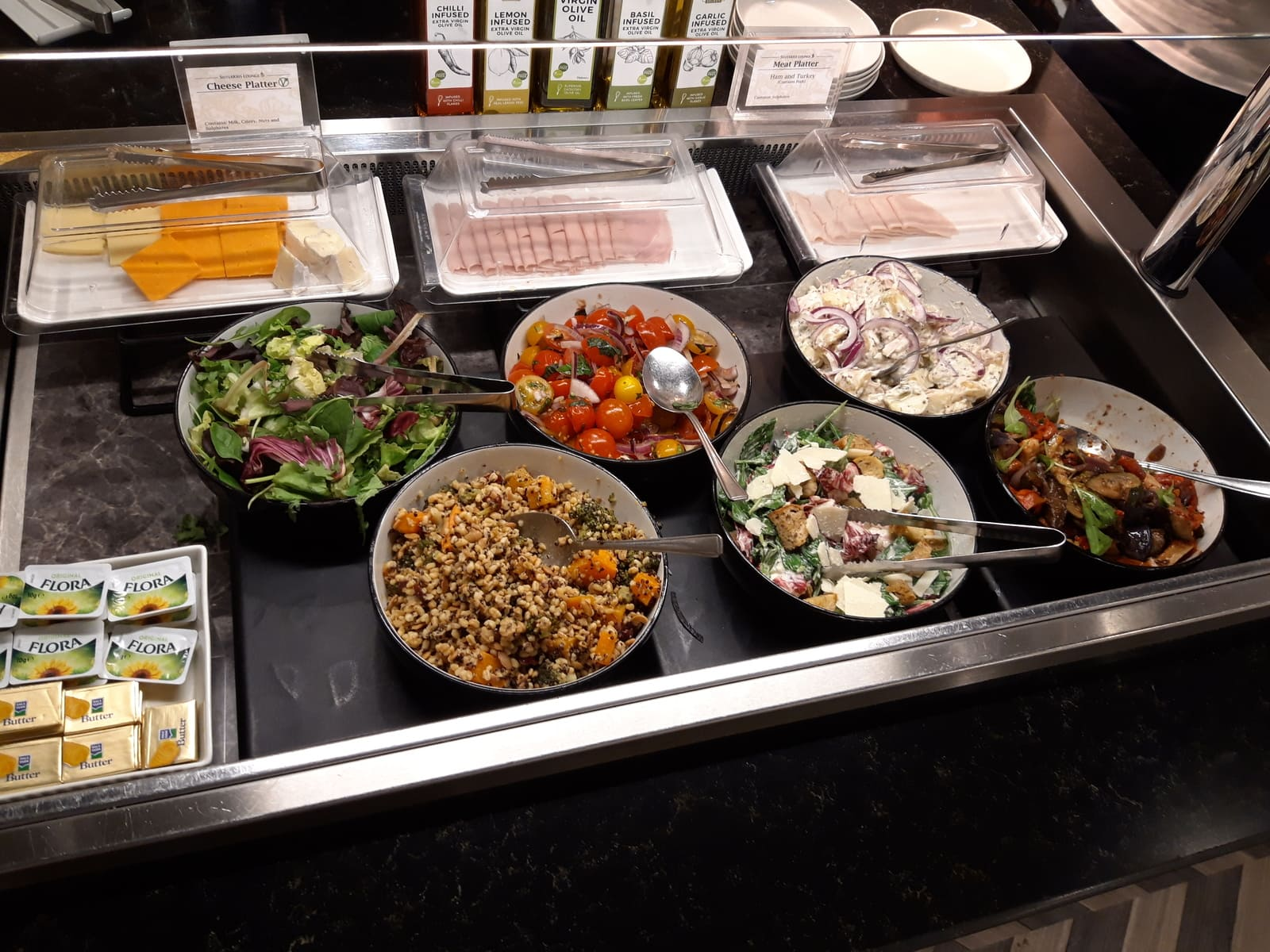 Silverkris Lounge London Heathrow Salatbuffet