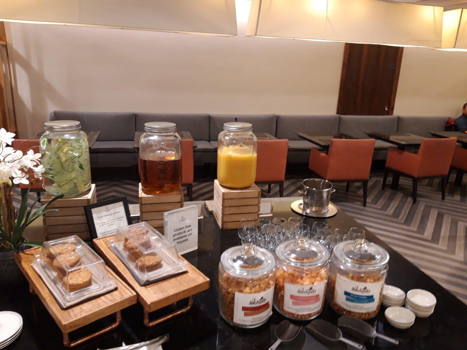 Silverkris Lounge London Heathrow Snacks und Drinks