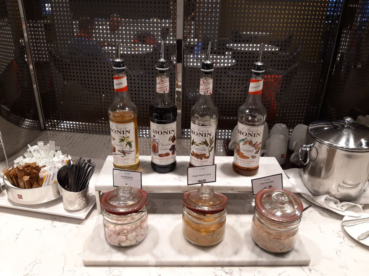 United Club Lounge London Heathrow Mixer