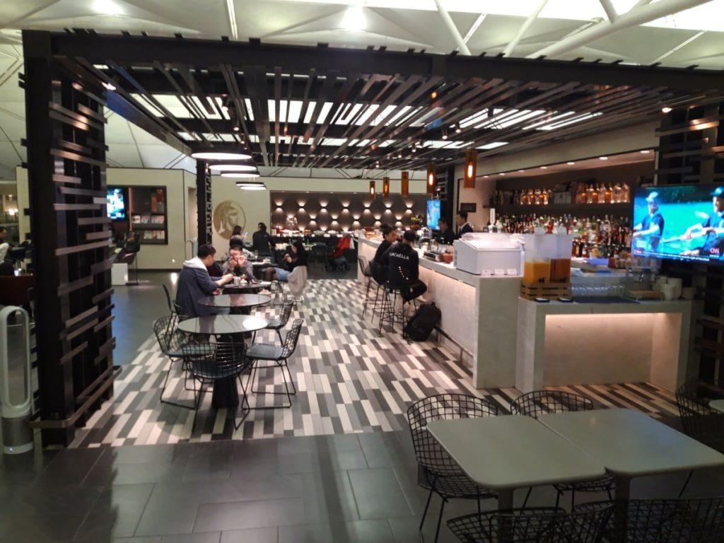 AMEX Centurion Lounge Hongkong Barbereich