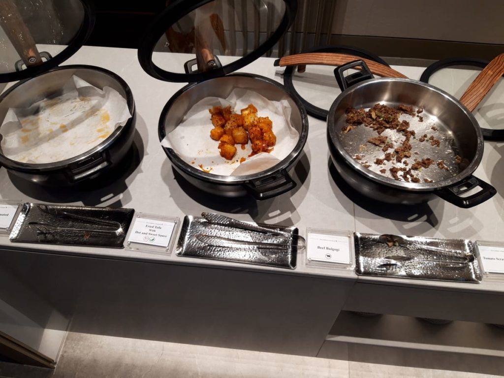Silverkris Business Lounge Seoul Warme Speisen