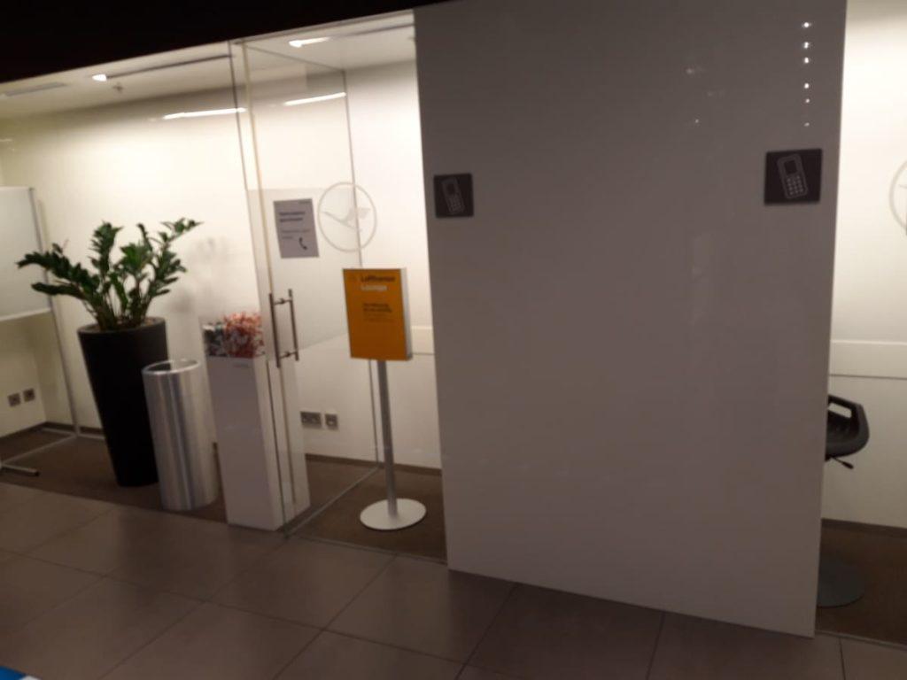 Lufthansa Lounge Telefonkabine